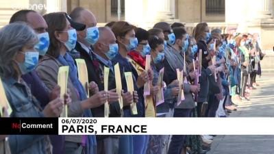 euro - Salgının kapattığı Louvre Müzesi  sanatseverlere tekrar 'merhaba' dedi