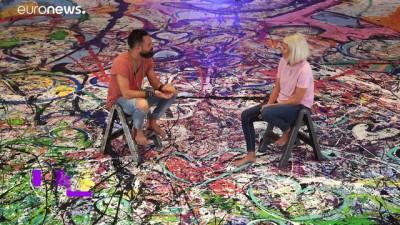 Ressam Sacha Jafri iki futbol sahası büyüklüğündeki tablosuyla rekora koşuyor