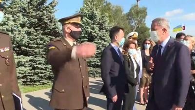 askeri toren - Bakan Akar'ı Kiev'de duygulandıran 'not'