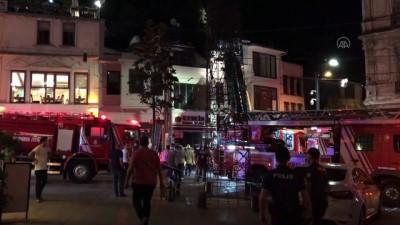 hastane - Beyoğlu'nda mağazada çıkan yangında 1 kişi dumandan etkilendi - İSTANBUL