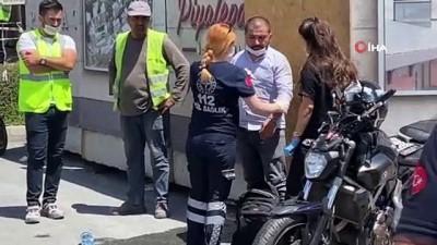 hastane -  Beyoğlu'nda motosikletli sürücü otomobile çarptı: 2 yaralı