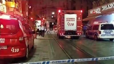 yangina mudahale -  İstiklal Caddesinde giyim dükkanında korkutan yangın