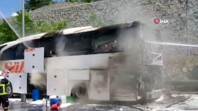 yangina mudahale -  Seyir halindeki otobüs yandı