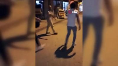 uyusturucu madde -  Uyuşturucu sattığı iddia edilen şahsı sokak ortasında böyle dövdüler