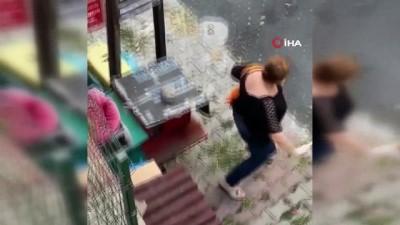 hayvan -  Şişli'de kadınların mama kavgası kamerada