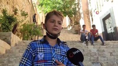 sarkici -  Yanık sesiyle turistlerin ilgisini çeken minik Bünyamin'in anlamlı hayali
