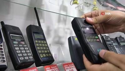 uttu -  26 yıllık telefon koleksiyonu görenleri hayrete düşürüyor
