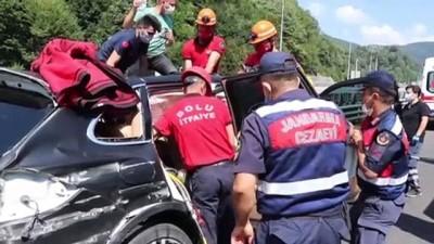 Anadolu Otoyolu'nda bariyere çarpan cipin sürücüsü yaralandı - BOLU