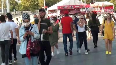 uttu -  İstiklal Caddesi'nde dikkat çeken bayram yoğunluğu