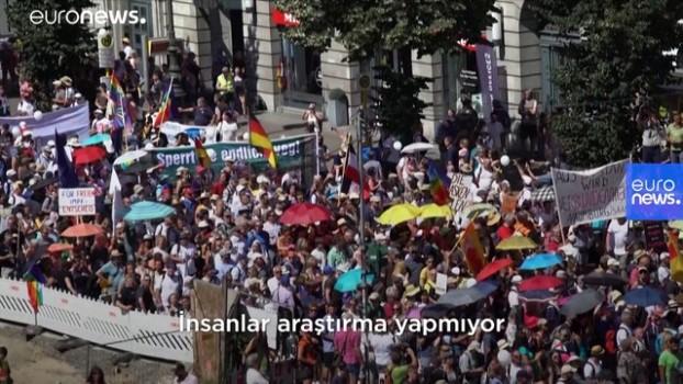 euronews - Berlin hükümetinden maske karşıtı eyleme tepki: Haklarınızı suistimal ediyorsunuz