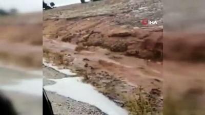 Korkuteli'de aşırı yağış su baskınlarına neden oldu