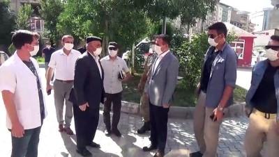 tahkikat - Vali Akbıyık, kazada hayatını kaybedenlerin ailelerini ziyaret etti - HAKKARİ