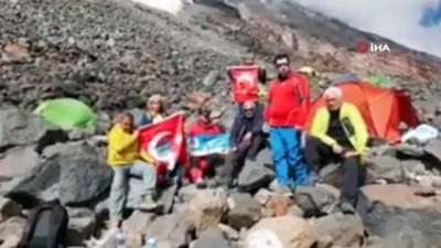 Aydınlı Dağcılar Zafer Bayramını Ağrı Dağı Zirvesinde Kutladı