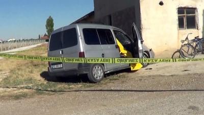 cenaze - Hafif ticari araç duvara çarptı: 1 ölü, 2 yaralı - KONYA