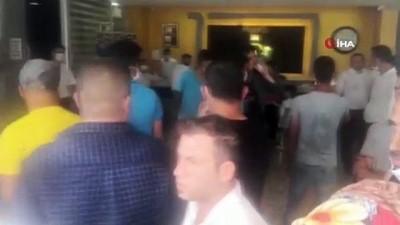 protesto -  Otel mühürlenince çalışanlar eylem yaptı,  sahibi benzinle direndi