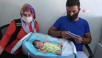 Yeni doğan bebeklerinin altını değiştirdiklerinde şok oldular...Hastanenin 'erkek' dediği bebek evde 'kız' çıktı
