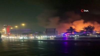 yukselen -  - Birleşik Arap Emirlikleri'nde çarşıda korkutan yangın