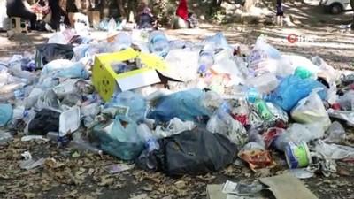 ogrenciler -  Kanyonu çöp yuvasına çevirip gittiler