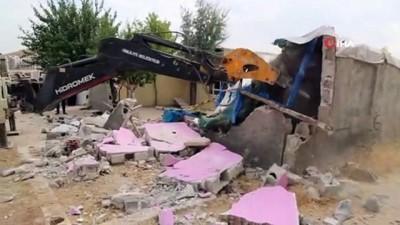Şanlıurfa'da kaçak yapılar yerle bir edildi