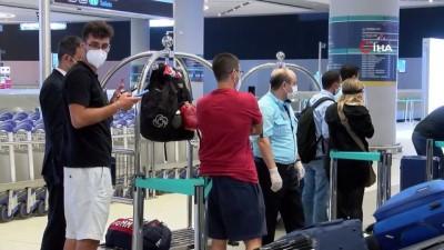 basin mensuplari -  Beyrut'taki patlamanın ardından ilk yolcular Türkiye'ye geldi