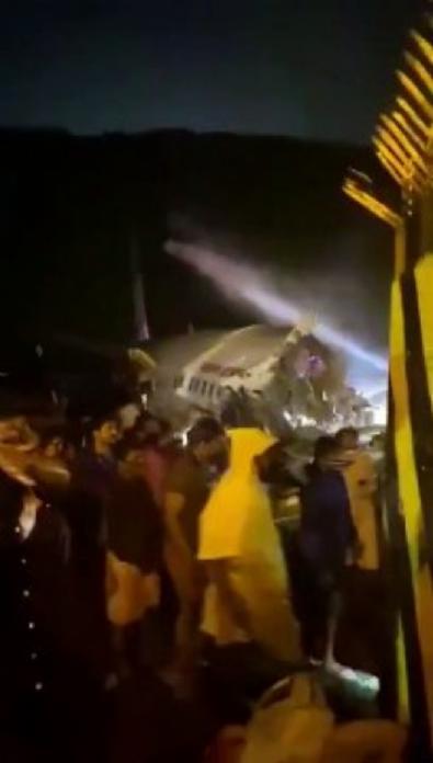 Hindistan'da uçak düştü!