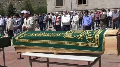 Trafik kazasında hayatını kaybeden 4 kişi Kars'ta toprağa verildi