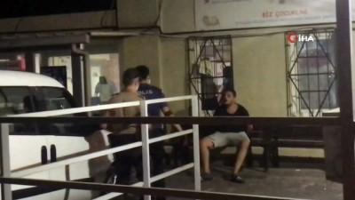 Kavgayı bırakıp polisle tartıştılar