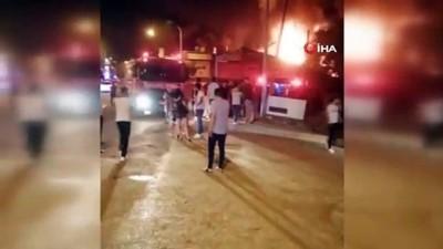 Geri dönüşüm deposundaki yangın bara sıçradı: 80 kişi son anda kurtuldu
