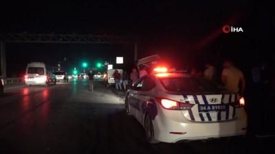 Ticari araçla çarpışan minibüs yoldan çıkarak bariyerlere vurdu