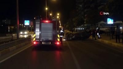 Uşak'ta orta refüje çarpan araç ters döndü: 1 yaralı