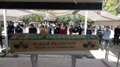 Elazığ'ın sevilen doktoru son yolculuğuna uğurlandı