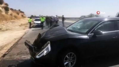Gaziantep'te lüks otomobil araca çarptı: 3 yaralı