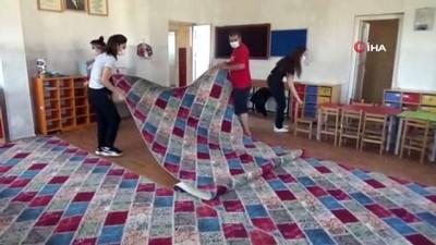 Köy okulu öğretmenlerinden örnek davranış