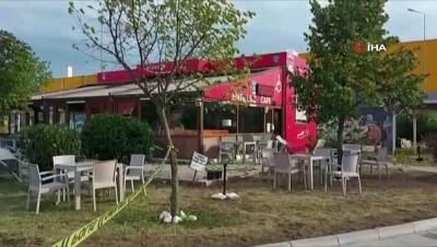 Silivri Yeni Mahalle'de bir şahıs eski eşi ve yanındaki bir erkek şahsa  yönelik silahlı saldırıda bulundu