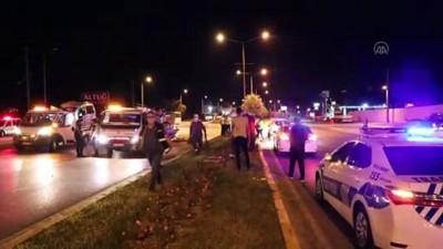 Denizli'de karşı şeride geçen otomobilin ticari araçla çarpışması sonucu 10 kişi yaralandı