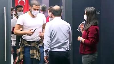 Haluk Bilginer'in rol aldığı 'Pencere' tiyatroseverlerle buluştu - İSTANBUL