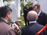 Kılıçdaroğlu, İzzetbegoviçin Kabrini Ziyaret Etti