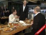 Medvedev Ve Putin 1 Mayısı'n Ardından Bira İçti