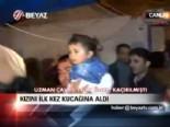 Kızını ilk kez kucağına aldı  online video izle