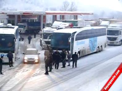Bursa İnegöl'de Kar Yağışı Trafik Kazalarına Neden Oldu, Elektrik Telleri Koptu!