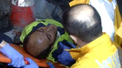 İstanbul E-5 Karayolu Bahçelievler'de Feci Kaza: 2 Ölü, 2 Yaralı