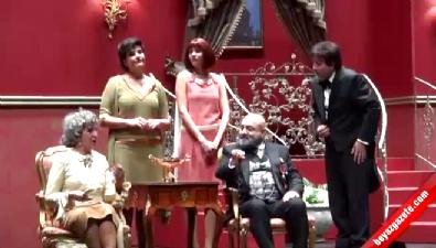 Uygur ailesi sahneye çıktı