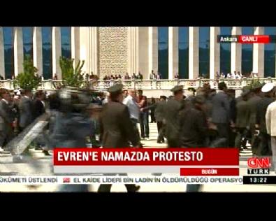 kenan evren - Kenan Evren'in Cenaze Töreninde Protesto