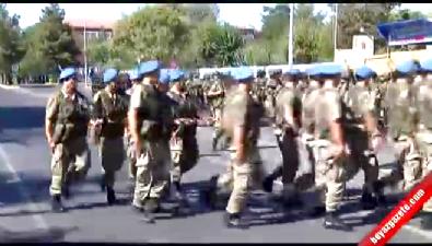 Asker Diyarbakır'ı 'Şehitler Ölmez Vatan Bölünmez' sloganlarıyla inletti