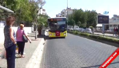 Otobüse Asılı Türk Bayrağına Çirkin Saldırı