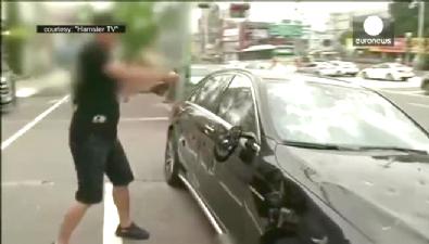 Golf Sopasıyla Mercedes'ini Parçaladı!