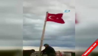 Özel Harekatçılar Türk Bayrağını Cizre'de göndere çekti