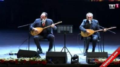 Cumhurbaşkanlığı Sözcüsü İbrahim Kalın ve Yavuz Bingöl 15 Temmuz şehitleri için türkü söyledi
