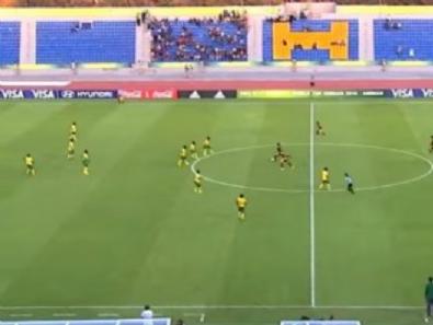 venezuela - Kadın futbolcu santradan gol attı
