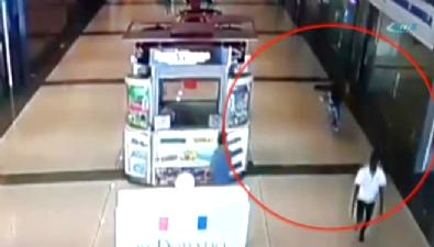 Alışveriş merkezinde infaz